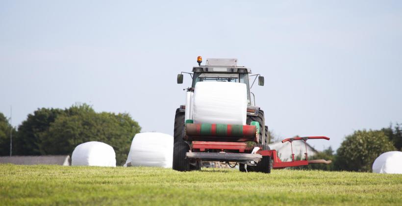 Nie tylko traktor – jakie narzędzia warto dokupić do ciągnika?