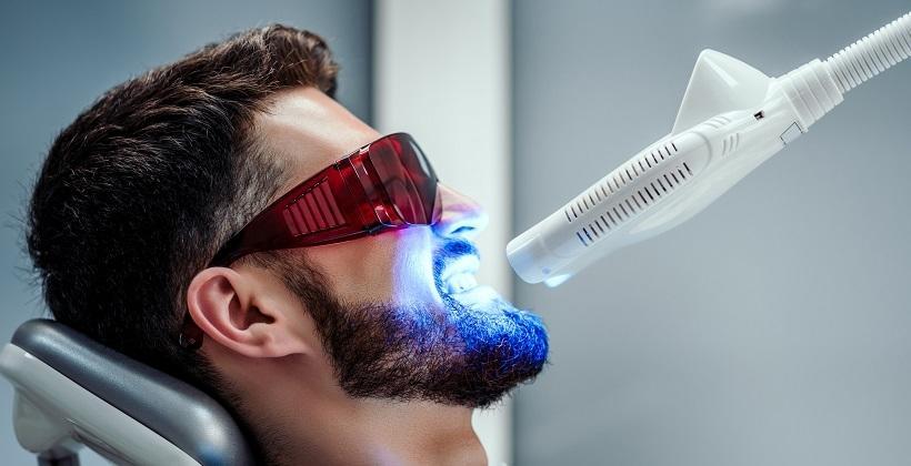 Jak dbać o wygląd zębów za pomocą stomatologii estetycznej?
