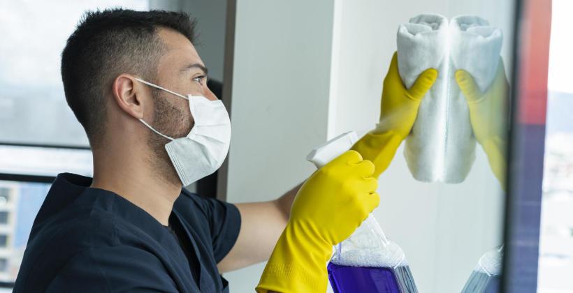 Czym wyróżnia się dobra firma sprzątająca i na co zwracać uwagę przy jej wyborze?