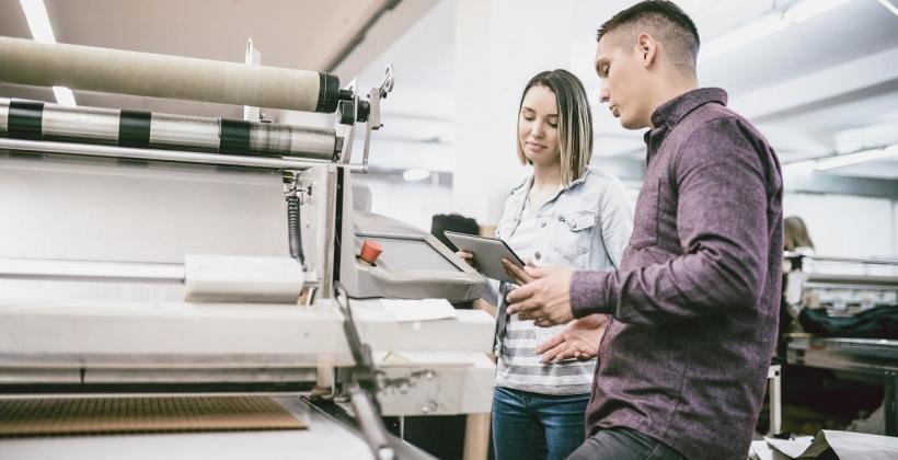 Jak odbywa się składanie materiałów do druku?