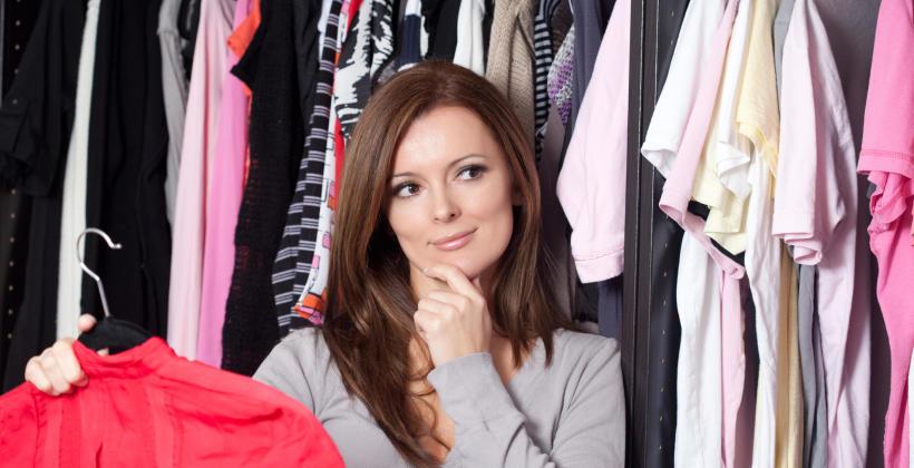 Ubrania, które nigdy nie wyjdą z mody - czy masz je w swojej szafie?