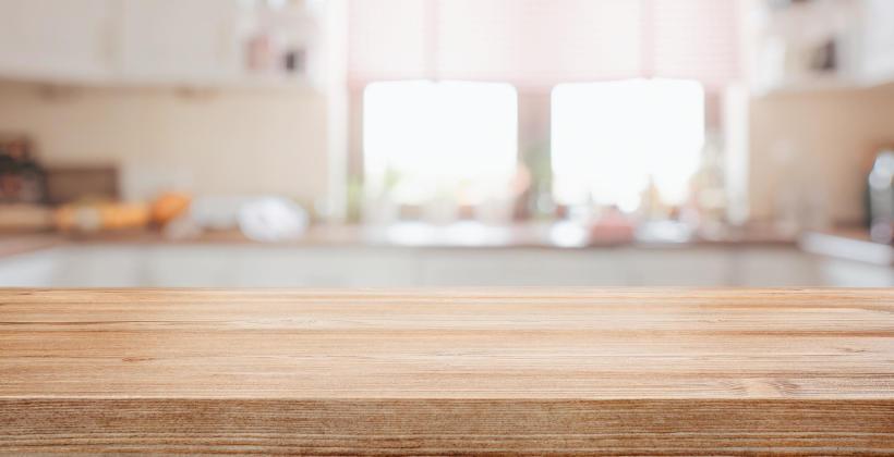 Z drewna czy z laminatu? Jaki blat kuchenny wybrać?