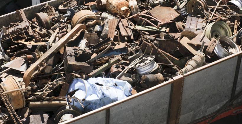 Czym jest złom stalowy i czy podlega on recyklingowi?