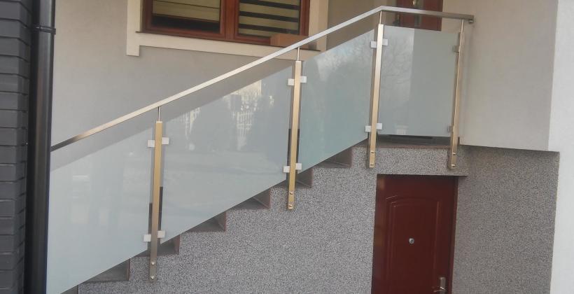 Młodzieńczy Montaż nierdzewnych balustrad balkonowych i wewnętrznych CZ18