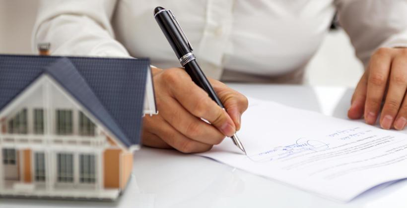 Czy pomoc biura nieruchomości w kupnie i sprzedaży domu ma znaczenie?