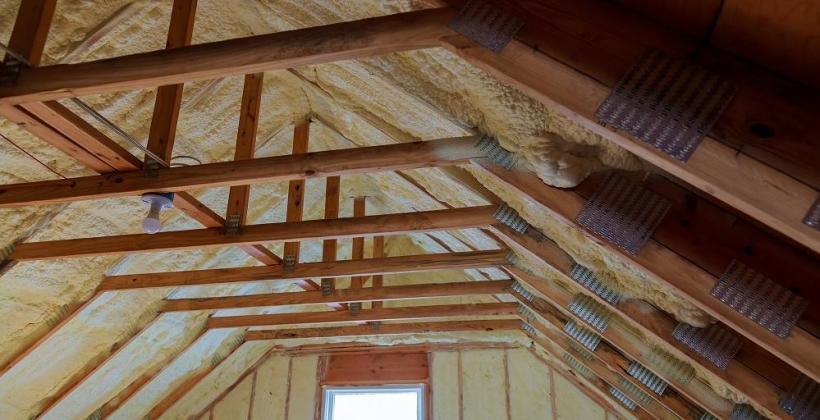 Jak ocieplać dachy skośne w układzie podkrokwiowym?