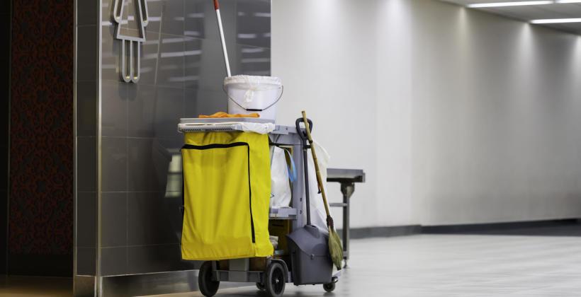 Dlaczego warto korzystać z usług firm sprzątających?