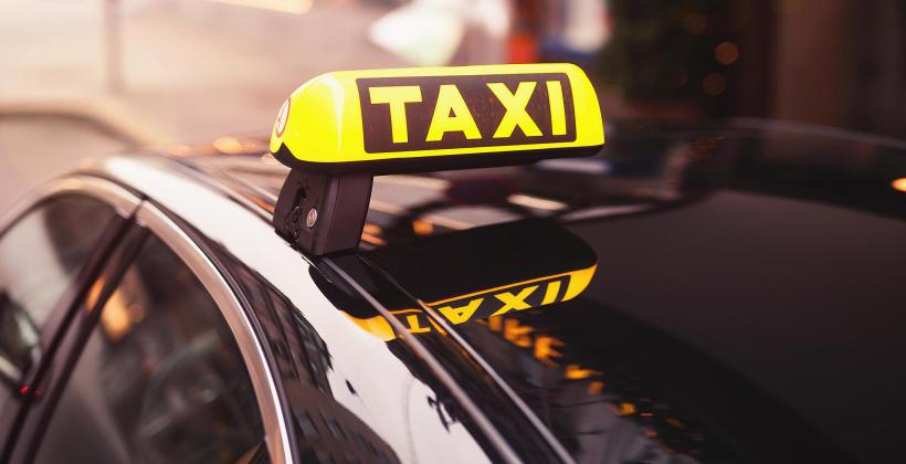 Jakie usługi dodatkowe świadczą najlepsze firmy taksówkarskie?