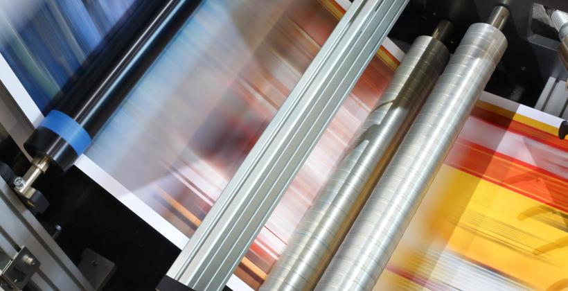 Jakie są zalety stosowania promienników podczerwieni w procesach poligraficznych?