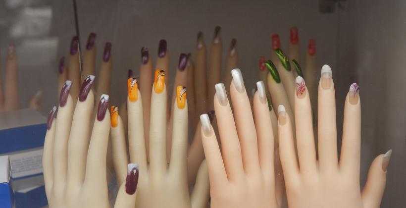 Jak dbać o przedłużane paznokcie?