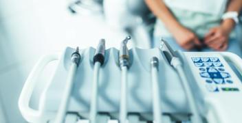Dlaczego nie warto bać się dentysty, czyli usługi nowoczesnego gabinetu