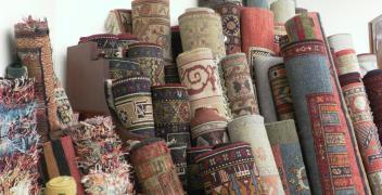 Dywany w rękach fachowców, czyli wzrost popularności usługi profesjonalnego prania dywanów