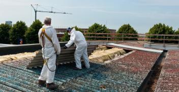Proces usuwania materiałów azbestowych