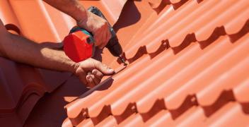 W jaki sposób wybrać optymalny rodzaj pokrycia dachowego?