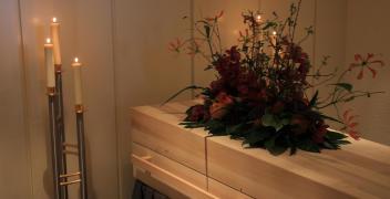 Jak przebiega kremacja zwłok