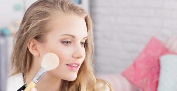 Korektor pod oczy jako niezbędny element makijażu oczu
