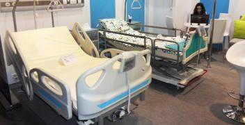 Polscy liderzy w produkcji wyposażenia medycznego – łóżka szpitalne i nie tylko