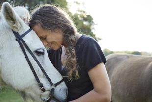 Szkolenie młodego konia – o czym warto pamiętać?