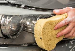 Mycie samochodu - samodzielnie, czy z pomocą profesjonalistów?