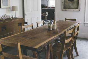 Odnawianie mebli drewnianych -  jak wykonać renowację?