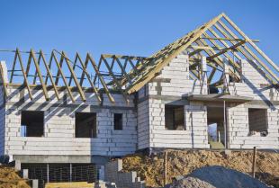 Elementy wykończeniowe dachu - Jak powinien zakończyć się montaż dachu?