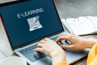 Dlaczego warto korzystać z usług korepetycji online?