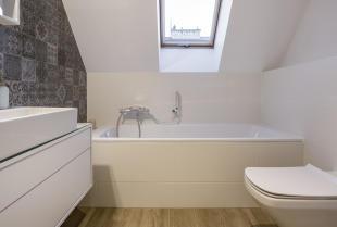 Adaptacje poddaszy – łazienka w systemie suchej zabudowy