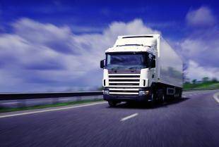 Na co zwrócić uwagę, wybierając firmę transportową?