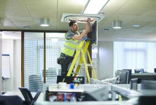 Jaka klimatyzacja najlepiej sprawdzi się w biurze?
