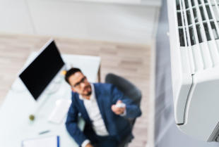 Klimatyzacja w biurze – dlaczego warto w nią zainwestować?