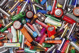 Dlaczego nie wolno wyrzucać baterii wraz z innymi odpadami?