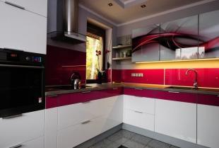Mała i funkcjonalna kuchnia - wybierz meble kuchenne na wymiar w firmie UNISTYL!