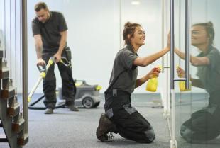 Specjaliści z Art-Clin zadbają o czystość siedziby Twojej firmy
