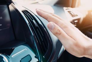 Klimatyzacja samochodowa – dlaczego nie należy bagatelizować żadnych objawów awarii układu?