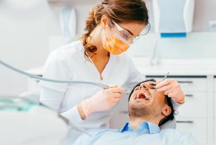 Jakie zabiegi lecznicze oferuje współczesna stomatologia zachowawcza?