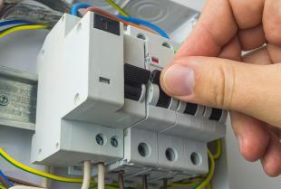 Jaką rozdzielnicę elektryczną wybrać do domu jednorodzinnego?