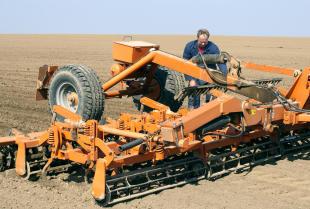 Podstawowe elementy maszyn rolniczych potrzebujące wymiany