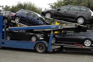 Profesjonalne przewozy samochodów na lawetach przez firmę transportową BiK