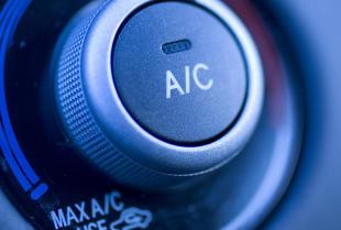 Wiosenne porządki w aucie: serwis klimatyzacji z firmą Jakubiec