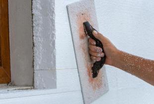 Izolacja elewacji – czym docieplić ściany zewnętrzne?