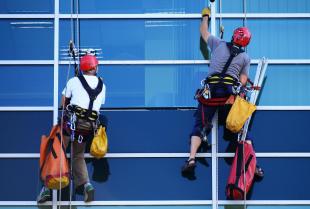 Czyste okna i elewacja – zadbany budynek firmy jest Twoją wizytówką