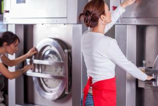 Czym wyróżnia się pranie wodne?