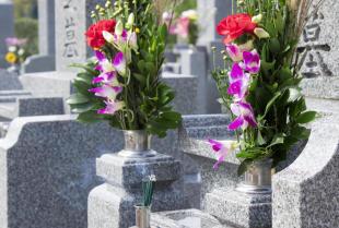 Cechy wysokiej jakości nagrobków z kamienia