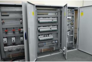 Firma COMERC: Szafy sterownicze jako niezbędne elementy linii do produkcji pelletu