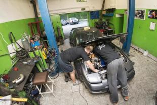 Większa moc, lepsze brzmienie – jak skutecznie modyfikować samochód?