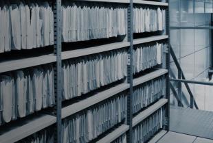 Rodzaje regałów – magazynowe, archiwalne, sklepowe i co jeszcze?