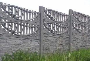 Czy warto zabezpieczyć działkę ogrodzeniem betonowym?