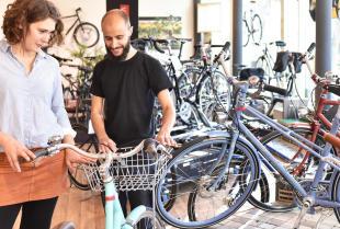 Szeroki asortyment dobrego sklepu rowerowego