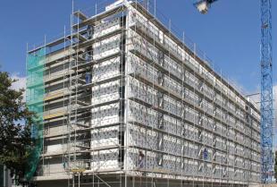 Prace związane z budową bloków mieszkaniowych