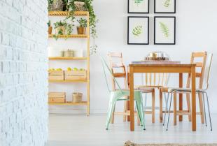 Drewniany stół na zamówienie – czy warto?